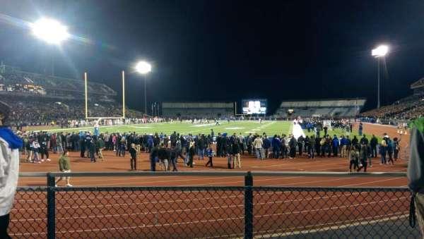 UB Stadium, secção: 135, fila: B, lugar: 1