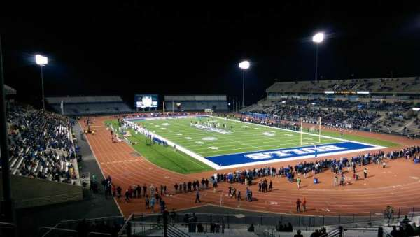 UB Stadium, secção: 341, fila: A, lugar: 13