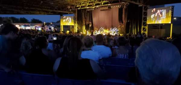 Hollywood Casino Amphitheatre (Maryland Heights), secção: Upper Right Center, fila: OO, lugar: 70