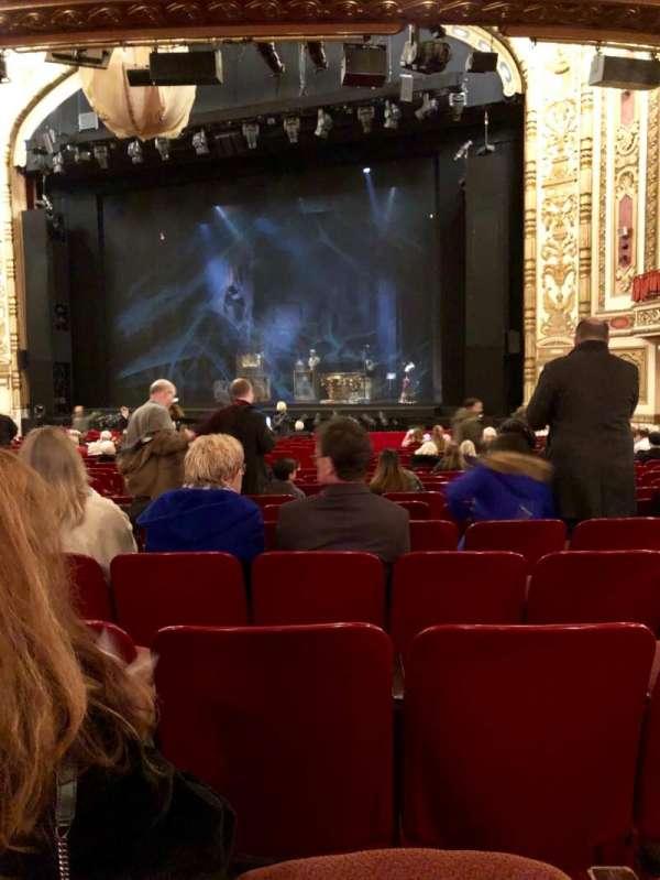 Cadillac Palace Theater, secção: Orchestra R, fila: U, lugar: 14