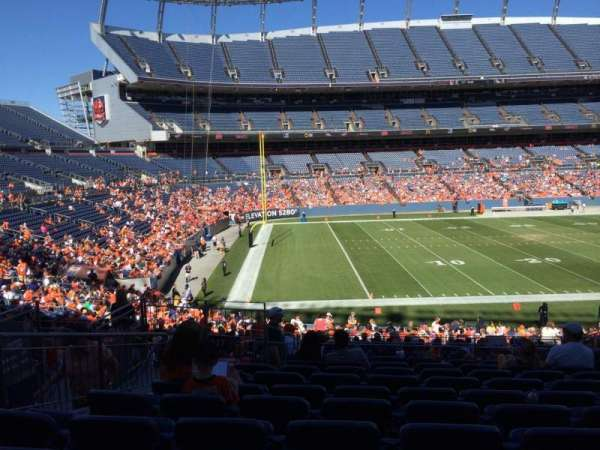 Empower Field at Mile High Stadium, secção: 127, fila: 32, lugar: 10