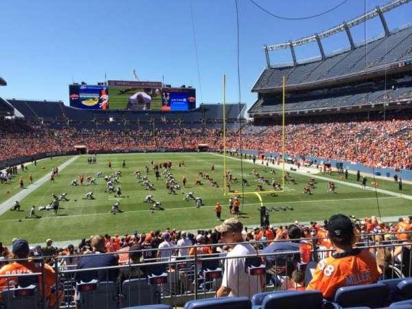 Empower Field at Mile High Stadium, secção: 115, fila: 27, lugar: 7