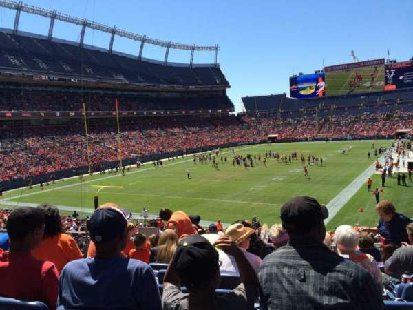Empower Field at Mile High Stadium, secção: 111, fila: 32, lugar: 29