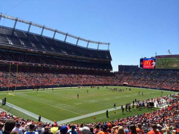 Broncos Stadium at Mile High, secção: 110, fila: 35, lugar: 44