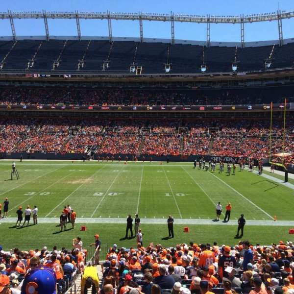 Empower Field at Mile High Stadium, secção: 102, fila: 25, lugar: 9