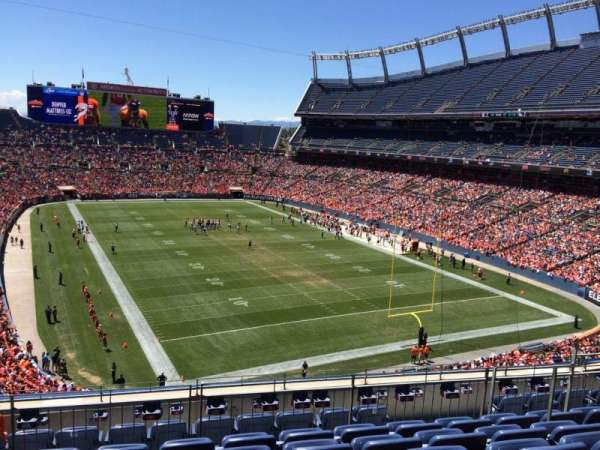 Broncos Stadium at Mile High, secção: 326, fila: 9, lugar: 7
