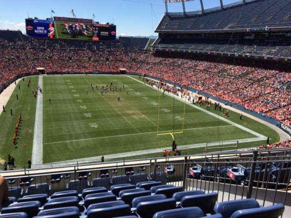 Broncos Stadium at Mile High, secção: 325, fila: 9, lugar: 7
