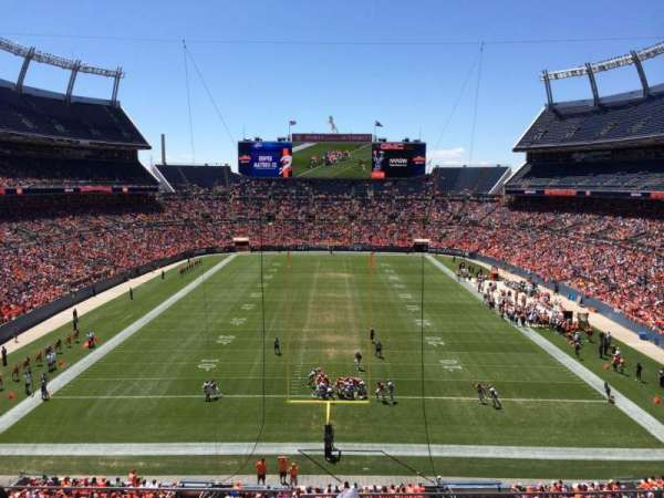 Broncos Stadium at Mile High, secção: 323, fila: 3, lugar: 11