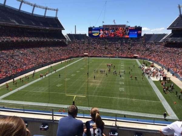 Broncos Stadium at Mile High, secção: 322, fila: 4, lugar: 11
