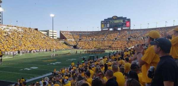 Kinnick Stadium, secção: 131, fila: 17, lugar: 13