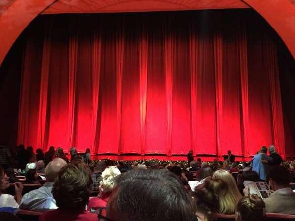 Radio City Music Hall, secção: Orchestra 4, fila: RR, lugar: 403