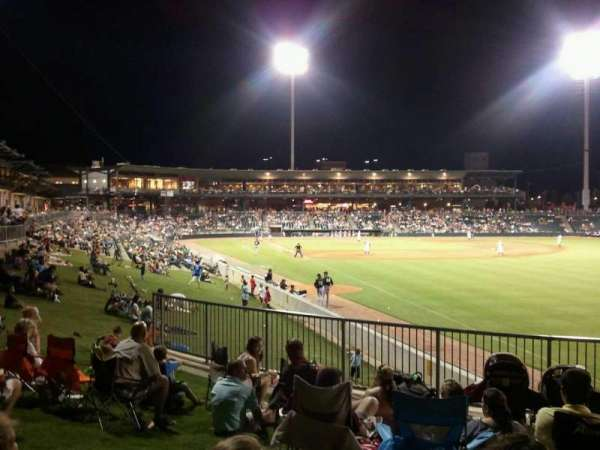Montgomery Riverwalk Stadium, secção: lawn