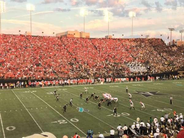 Vanderbilt Stadium, secção: A, fila: 33, lugar: 43