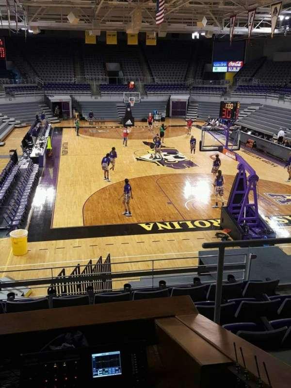 Williams Arena at Minges Coliseum, secção: 204, fila: G, lugar: 2
