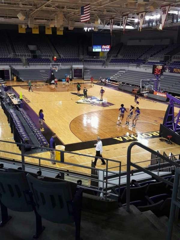 Williams Arena at Minges Coliseum, secção: 205, fila: F, lugar: 1