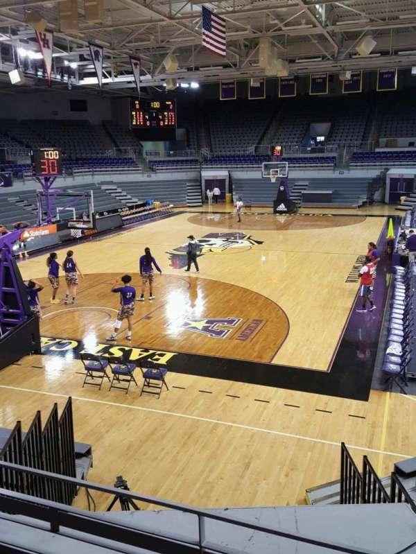 Williams Arena at Minges Coliseum, secção: 210, fila: C, lugar: 1