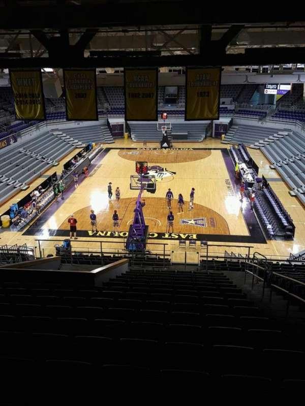 Williams Arena at Minges Coliseum, secção: 211, fila: V, lugar: 1