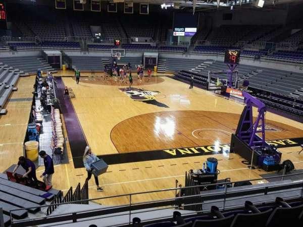 Williams Arena at Minges Coliseum, secção: 212, fila: E, lugar: 9