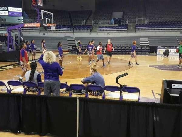Williams Arena at Minges Coliseum, secção: 114, fila: 3, lugar: 3