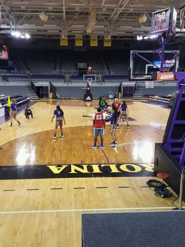 Williams Arena at Minges Coliseum, secção: 103, fila: 8, lugar: 6