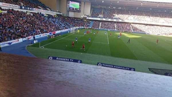 Ibrox Stadium, secção: Bill Struth Main Front, fila: A, lugar: 0243