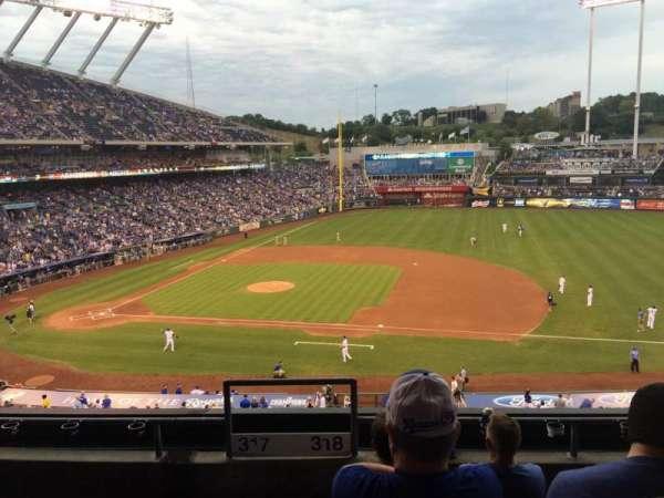 Kauffman Stadium, secção: 318, fila: E, lugar: 1