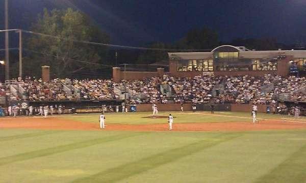 Hawkins Field, secção: N, fila: 4, lugar: 16