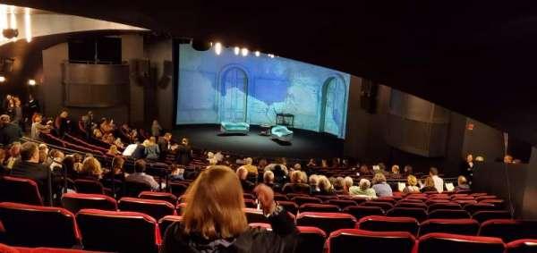 Broadway Playhouse, secção: Right, fila: R, lugar: 5