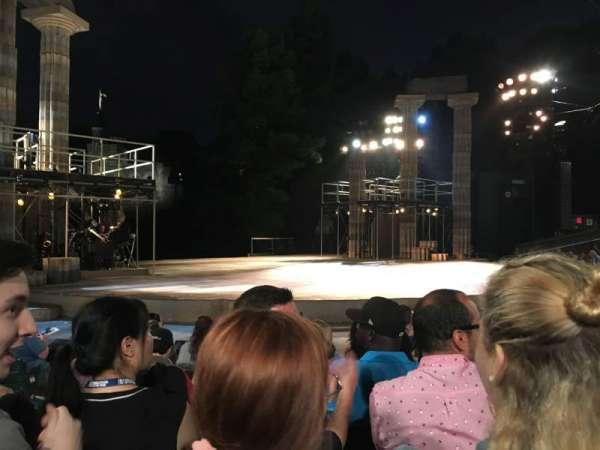The Delacorte Theater in Central Park, secção: D, fila: F, lugar: 309