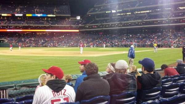 Citizens Bank Park, secção: 137, fila: 3