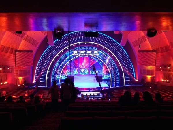 Radio City Music Hall, secção: 1st mezzanine 4, fila: J, lugar: 413