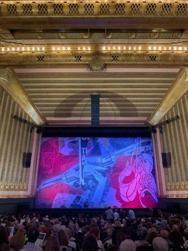 Lyric Opera House, secção: Ochestra center, fila: X, lugar: 105