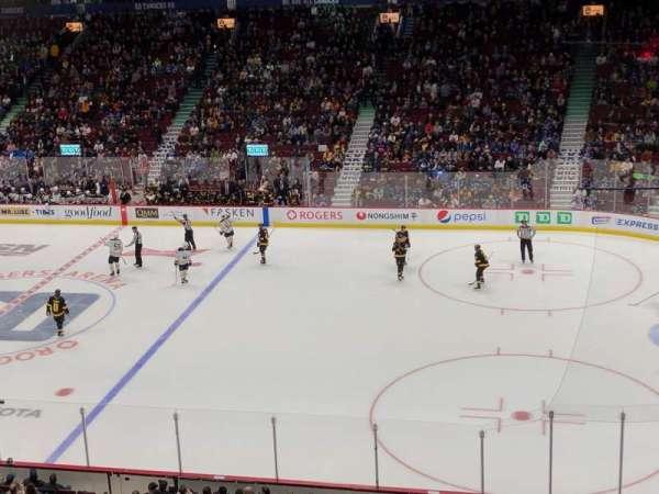 Rogers Arena , secção: 306, fila: 2, lugar: 1