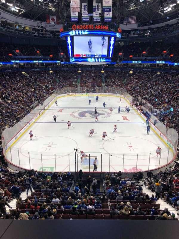 Rogers Arena, secção: 301, fila: 1, lugar: 9