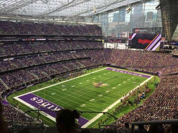 U.S. Bank Stadium, secção: 321, fila: 8, lugar: 1