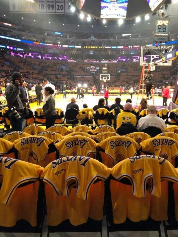 Staples Center, secção: 107, fila: F, lugar: 8,9