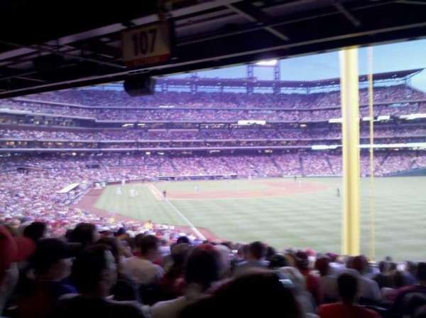 Citizens Bank Park, secção: 107, fila: 19, lugar: 13