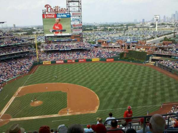 Citizens Bank Park, secção: 415, fila: 14, lugar: 3