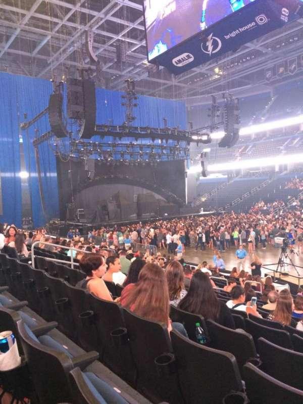 Amalie Arena, secção: 114, fila: R, lugar: 4