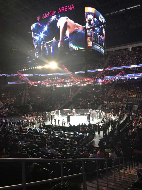 T-Mobile Arena, secção: 17, fila: N, lugar: 2