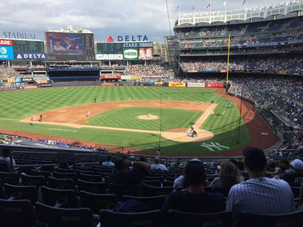 Yankee Stadium, secção: 221B, fila: 12, lugar: 7