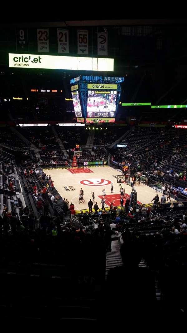 State Farm Arena, secção: 221, fila: G, lugar: 3-4