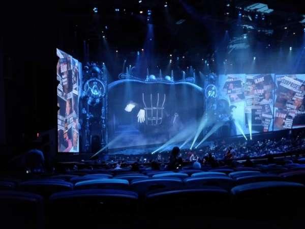 Michael Jackson One Theatre, secção: 202, fila: QQ, lugar: 7