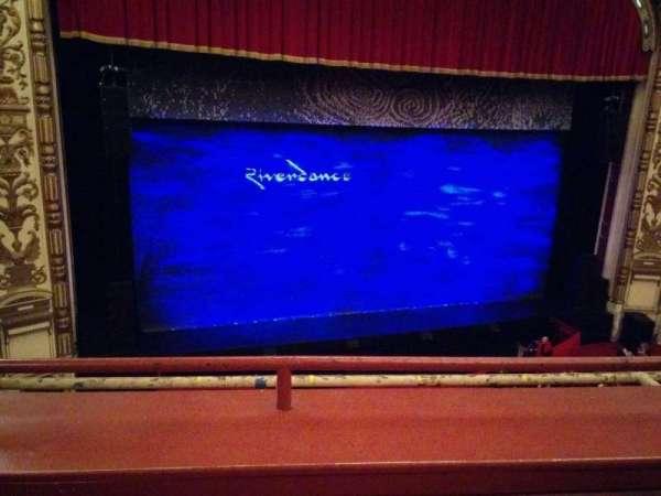 Cadillac Palace Theater, secção: Loge LC, fila: B, lugar: 303
