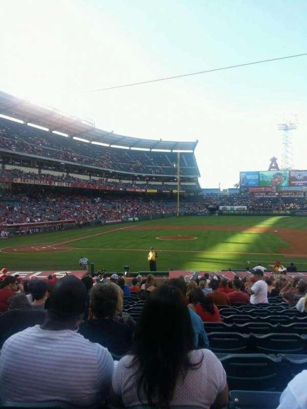 Angel Stadium, secção: 124, fila: V, lugar: 10