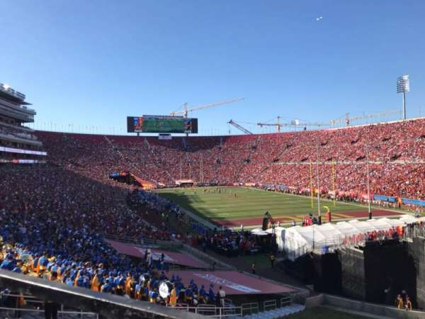 Los Angeles Memorial Coliseum, secção: 100, fila: 43, lugar: 7