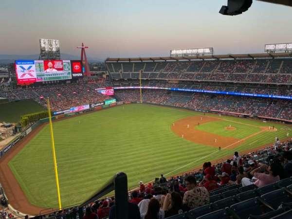 Angel Stadium, secção: 506, fila: R, lugar: 25