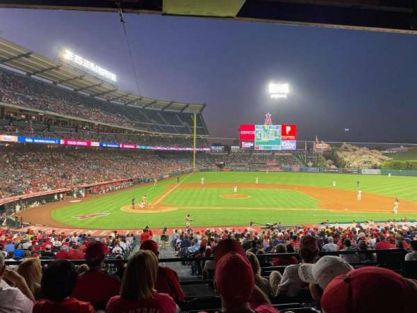 Angel Stadium, secção: 222, fila: E, lugar: 5