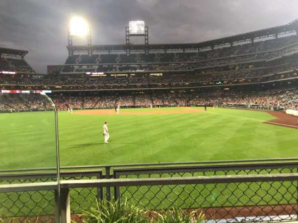 Citizens Bank Park, secção: 142, fila: 1, lugar: 19