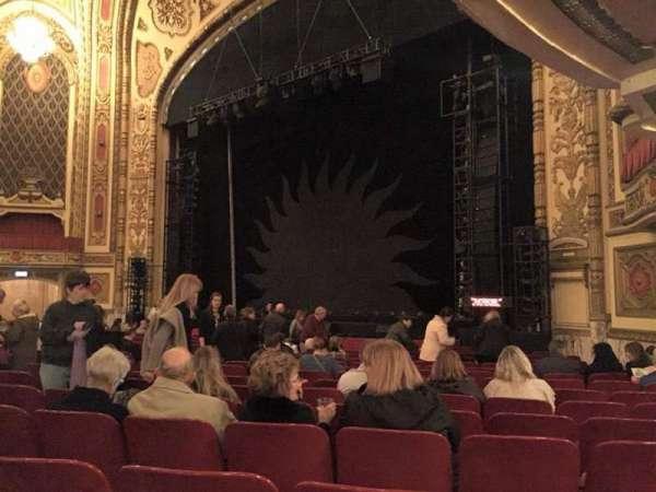 Cadillac Palace Theater, secção: Orchestra R, fila: P, lugar: 30